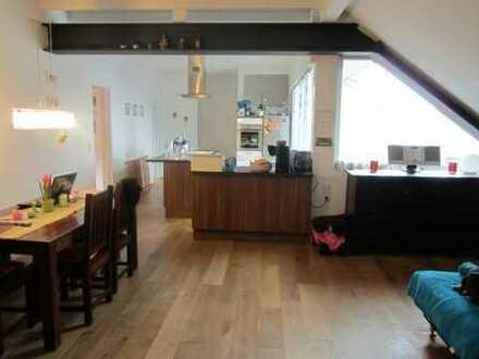 Traumhafte Maisonette-Wohnung in charmantem Altbau mit großzügigem Balkon
