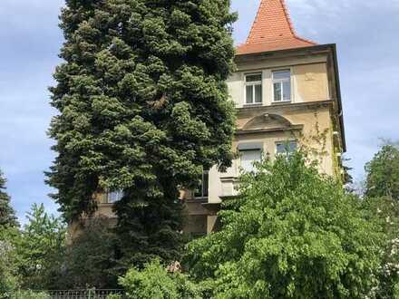 +++Zwei sanierte Eigentumswohnung mit großer Parkanlage in einer herrschaftlichen Altbauvilla+++