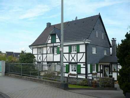 Verkauf Aneignungsrecht (Herrenl. Grundstück): Denkmalgesch. Fachwerkdoppelhaushälfte Leverkusen
