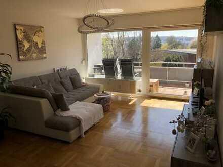Stilvolle, geräumige 2-Zimmer-Wohnung mit großem Balkon und EBK in Stuttgart-Zuffenhausen