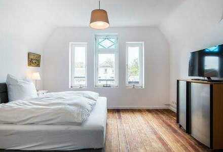 moebilierte 2-Zimmer-DG-Wohnung im Alte Villa in Blankenese, Hamburg