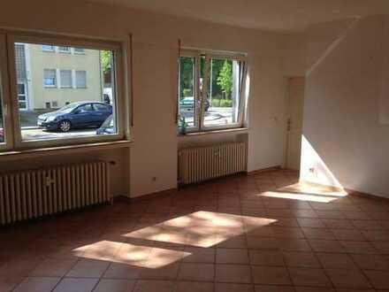 Vermietete 3 Zi-Erdgeschoss-Wohnung, 95m², gewerblich nutzbar, mit 30m² Hobbyraum u. 60m² Lagerfläc.