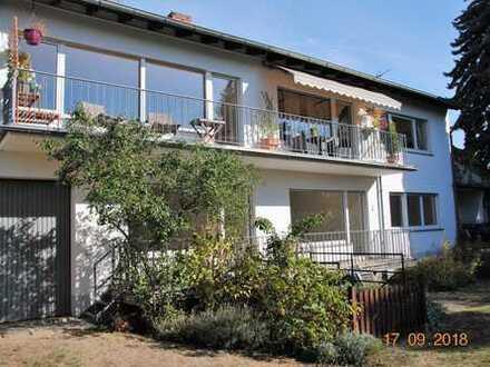Ückesdorf! Großzügige 5-Zimmer-Wohnung mit Sonnenbalkon in ruhigem 2-Parteienhaus