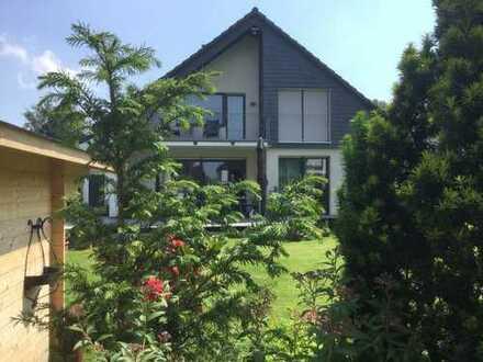 Repräsentatives Einfamilienhaus mit großem Platzangebot in ruhiger Anwohnerstraße