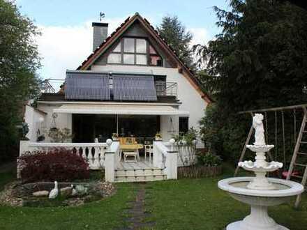 Freistehendes Ein-/Zweifamilienhaus mit grossem Garten