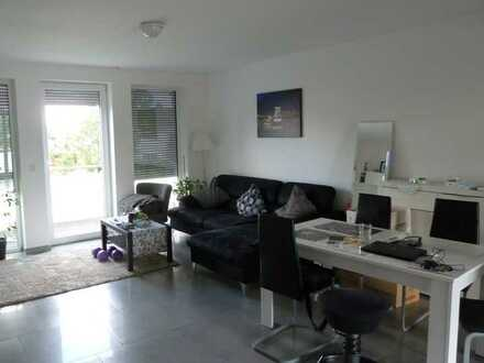 Neuwertige Wohnung mit zwei Zimmern sowie Balkon und EBK in Gernsheim