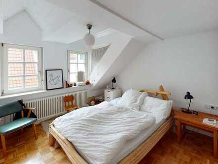 Juwel in Zuffenhausens bester Lage -  3,5 Zimmer-Atelier-Wohnung mit TOP-Weitblick ins Grüne