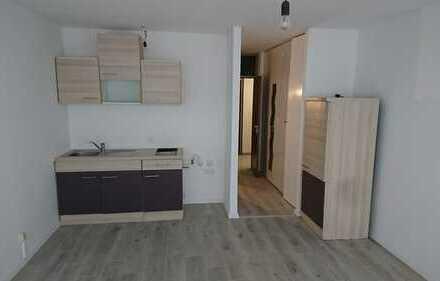 1 Zimmer, 30qm, frisch renoviert, Küchenzeile, Badewanne
