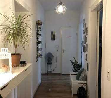 Renovierte 3 Zimmer Wohnung + Küche
