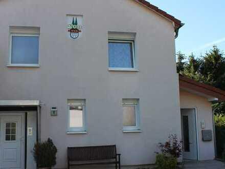 Neuwertige 2-Zimmer-EG-Wohnung mit Terrasse, Einbauküche, Möbel in Köln-Heimersdorf