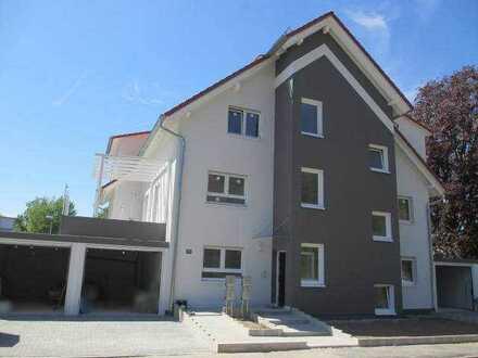 Neuwertige-barierrefreie 5 Zimmer Wohnung mit Terrasse, großem Garten und Garage