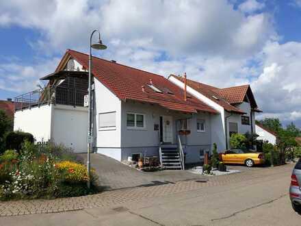 Sehr schöne, neuwertige 3-Zimmer-DG-Wohnung mit Balkon und EBK in Weissach-Flacht