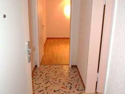 Gepflegte Erdgeschosswohnung mit zwei Zimmern und EBK in Stuttgart