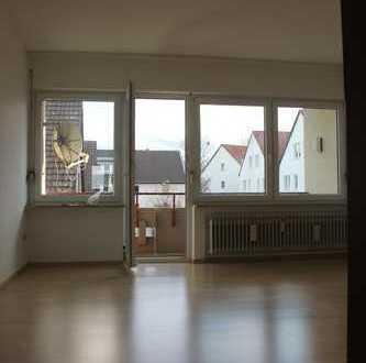 Schöne heller 1,5 Zimmer Wohnung mit Einbauküche und Balkon