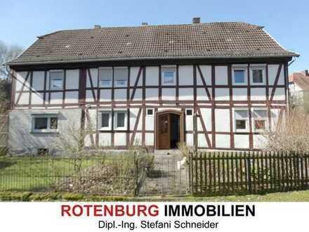 Vier-Seiten-Hofanlage mit Wohnhaus und Nebengebäuden in Bebra-Solz