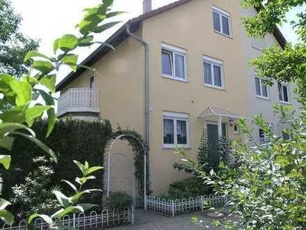 ...in begehrter Lage von KA-Durlach mit gehobener Ausstattung, Garten und Garage