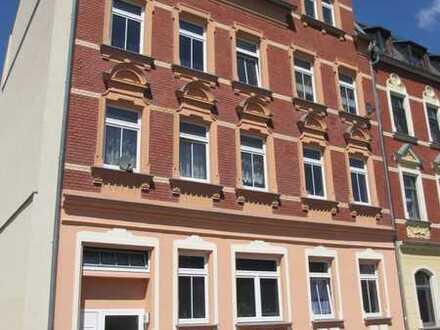 Sehr geräumige Fünfraumwohnung mit 2 Balkonen in ruhiger Lage.