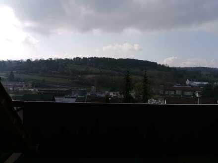 Gepflegte Wohnung mit drei Zimmern sowie Balkon und Einbauküche in Weissach
