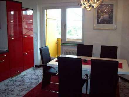 Möblierte, geräumige zwei Zimmer Wohnung in Düsseldorf, am Hafen gegenüber Fernsehturm