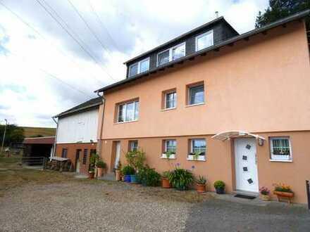 Reiterhof mit 1-2-Familienhaus in freier Natur