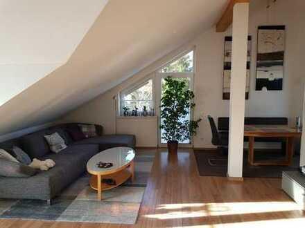 Moderne 3 Zimmer Dachgeschoss-Wohnung in grüner und ruhiger Umgebung