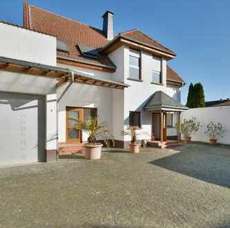 Bezahlbarer Immobilientraum mit vielen Möglichkeiten: großes Haus mit ehemaliger Gutssschänke