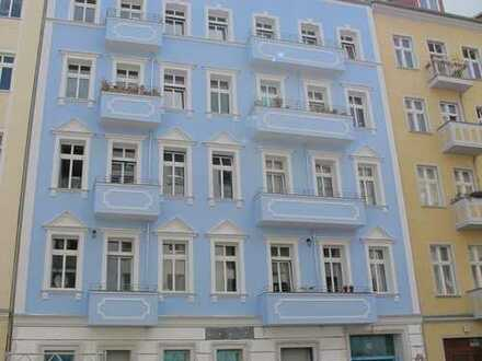 *Sehr freundliche und geräumige Wohnung in Friedrichshain mit Balkon*