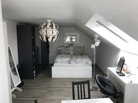 Schöne, helle 2,5-Zimmer Dachgeschosswohnung, kein Makler, 5 Min zur S-Bahn, 18 Min bis Hbf Stuttg.