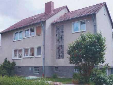 Geräumiges Mehrfamilienhaus zum Verkauf in ruhiger Seitenstraße von Sandershausen
