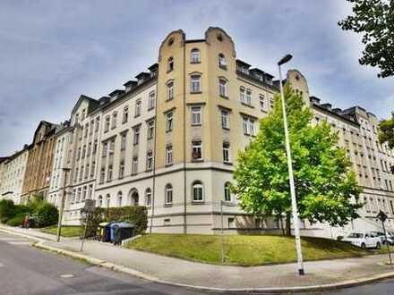Ihre Suche hat eine Ende! 3-Raum-Wohnung im Dachgeschoss mit Aufzug und Balkon in Schloßchemnitz!