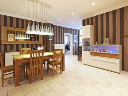 Edle 5 Zimmer Altbau Wohnung mit Loggia und Einbauküche, auf Wunsch möbliert