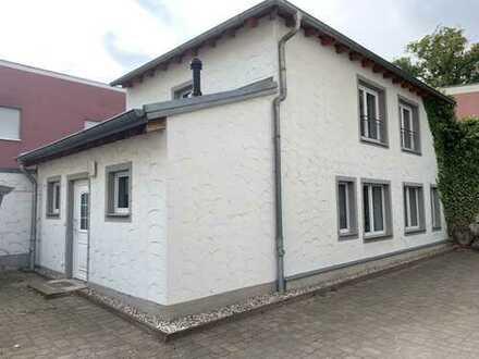 Wohnen im Kutscherhaus, große 2-Raumwohnung mit EBK