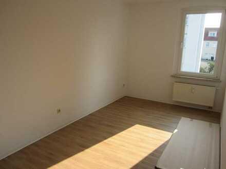 Nette Nachbarn warten auf Sie!!! Renovierte 3-Raumwohnung in ruhigem Mehrfamilienhaus!!!