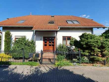4 Zimmer mit Wintergarten, Terrasse, Garage in Zweifamilienhaus im Grünen vor Leipzig