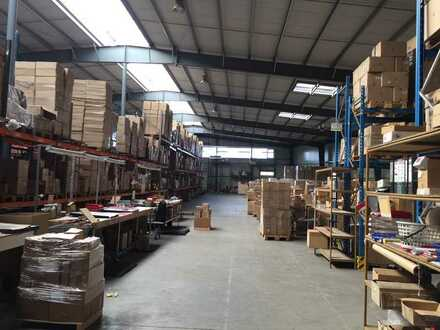 Lager-Produktionshalle mit Büroanbau