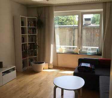 Schöne 2-Zimmer-Wohnung mit Einbauküche und Balkon in Nippes, Köln