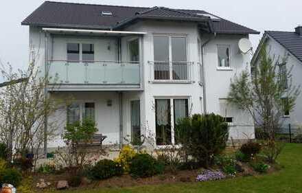 Großzügie 4-Zimmer Etagenwohnung mit Süd-Balkon. 1. Etage.