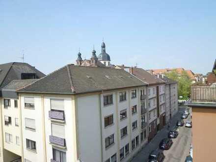 **Sonnige 3 Zimmer Dachterrassen-Wohnung mit Einbauküche im C1- Quadrat**
