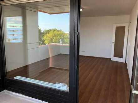 Erstbezug nach Sanierung mit Balkon: stilvolle 3-Zimmer-Wohnung in Wiesbaden