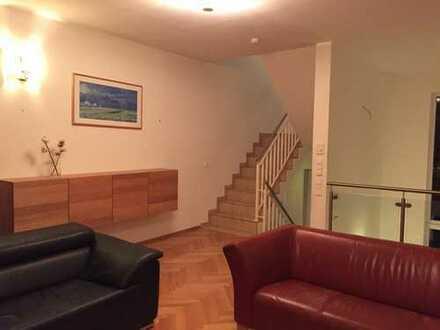 Schönes, geräumiges voll möbliertes Haus mit fünf Zimmern in Berlin, Friedrichshain