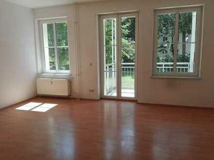 Treptow! Wassernähe! Helle 3-Zimmerwohnung -WG-taugl - Balkon - modernes Bad - ca. 81m² - 1099€ warm