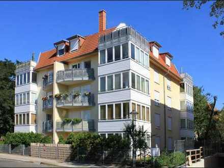 Moderne 2-Zimmer Terrassen-Wohnung für Singles und junge Paare mit maßgefertigter EBK