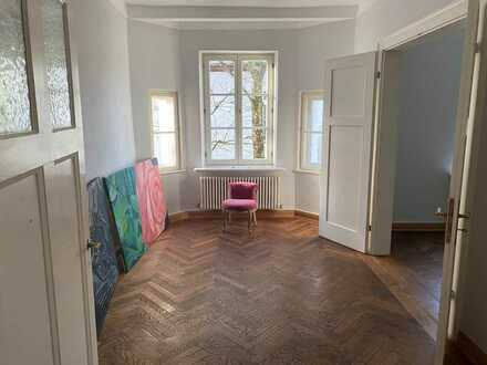 Stilvolle, gepflegte 3-Zimmer-Wohnung mit Balkon und Einbauküche in Nymphenburg, München