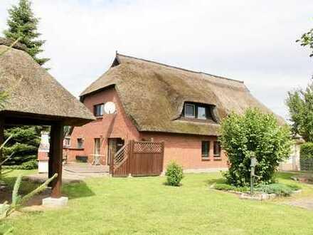 HORN IMMOBILIEN ++ Reetdachhaus für Liebhaber - Mecklenburgische Seenplatte - 2 Stunden bis Berlin