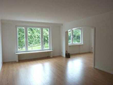 Am Wall: Großzügige 3 Zimmer-Wohnung mit Balkon, ca.120 m²