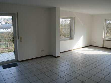 Ruhige, gepflegte 2-Zimmer-Hochparterre-Wohnung mit Balkon und EBK in Tawern