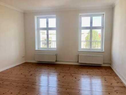 Auguststrasse - grosse 2-Zimmer-Wohnung in denkmalgeschütztem Altbau, provisionsfrei zum 1. Nov.