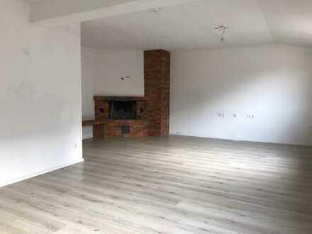 WG oder Einzeln - Modernisierte 4-Zimmer-Wohnung mit großer Dachterrasse - Innenstadtnah