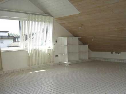 Gepflegte 2-Zimmer-DG-Wohnung mit EBK in Waldbronn