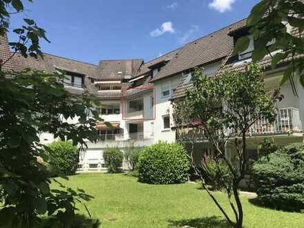Drei-Zimmer-Wohnung mit Südwest-Loggia und Nordostbalkon zentral in Littenweiler
